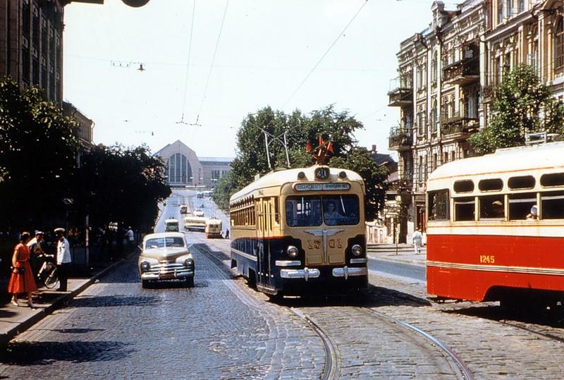 Улица Коминтерна, 1959 год. Вдали - Центральный Железнодорожный вокзал