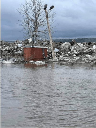 River Ice breakup damage to the Mackenzie River flow gauge station near Fort Simpson, mid May 2021, Source: Water Survey of Canada, ECCC.