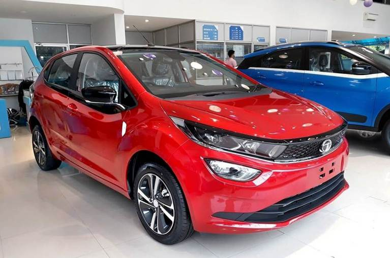 If safety is your priority than the TATA Altroz is the safest car in the segment. In this article let us take you through all the details about Tata Altroz. Which will help you in purchasing the car.