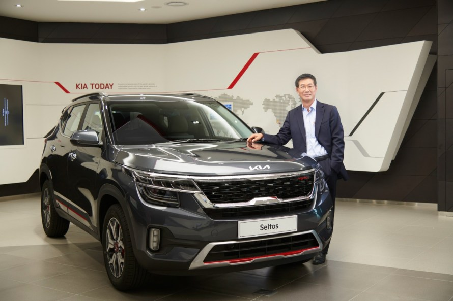 KIA India today unveiled the New Brand logo and Slogan. KIA Seltos and Sonet with new logo will come to the market in the 1st week of May-21.