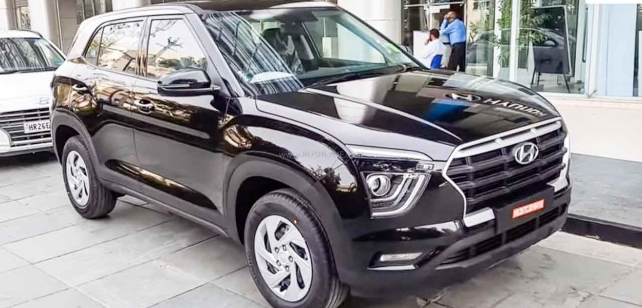 New Creta top variant SX and SX (O) is getting New key with a remote start function, welcome greetings and many other features. While the base variant is getting features cut.