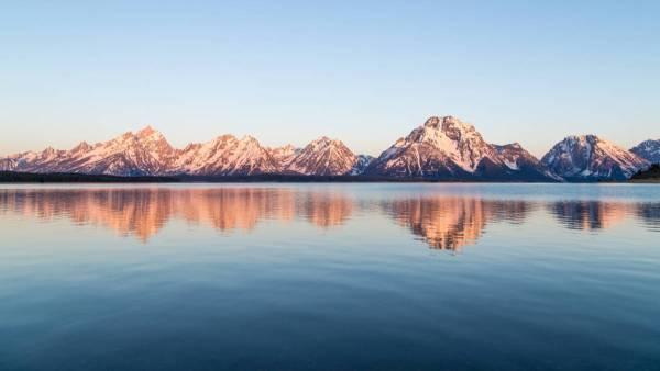 L'aube se lève sur les face est des montagnes Grand Teton, Wyoming