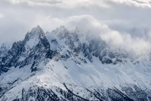Les Aiguilles De Chamonix Prises Dans Une Tempete Hivernale