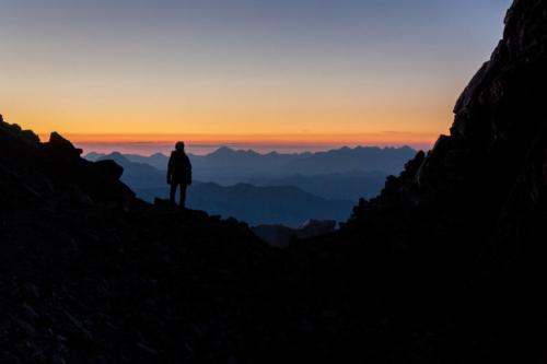 Lever De Soleil Au Col Du Monêtier Lors De L'ascension Des Agneaux Dans Le Massif Des Ecrins
