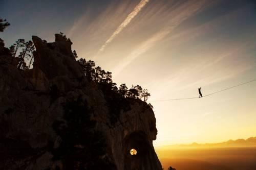 Lever De Soleil Sur Une Highline En Chartreuse Avec Vue Sur Belledonne
