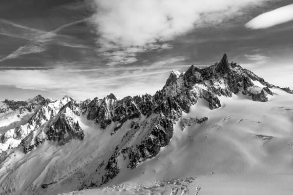 Panorama En Noir Et Blanc Sur La Dent Du Géant Et Le Haut De La Mer De Glace, Chamonix