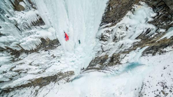 Photo aérienne de cascade de glace à la Tête de Gramusat dans les Ecrins