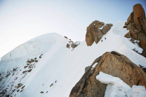 Sommet De L'Aiguille Verte Avec Deux Alpinistes Sur L'arête