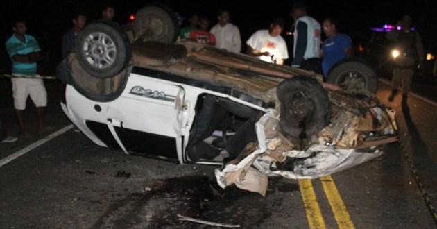 Ubatã: Acidente deixa 01 cigano morto e pelo menos 04 pessoas feridas na BR-330