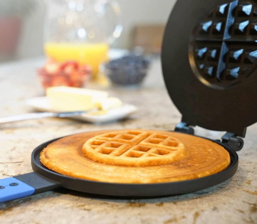 PanWaffle Makes a Pancake and Waffle In One