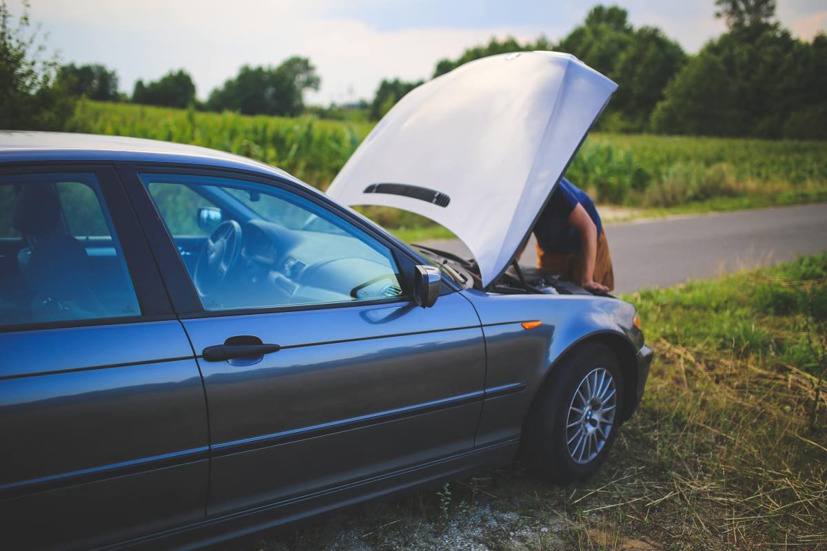 Czy moje ubezpieczenie zapłaci za pomoc drogową?