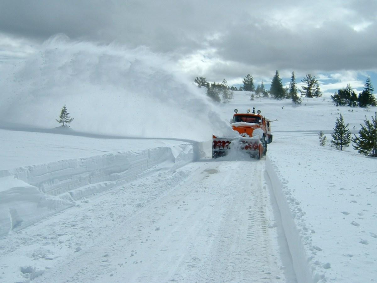 Czy mój pług śnieżny jest objęty polisą mojego ubezpieczenia samochodowego?