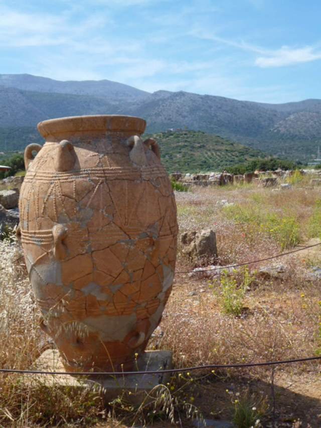A Minoan storage pot (pithoi) can contain grain, pulses or olives. Credit: Copyright 2016 Rosemary Barron