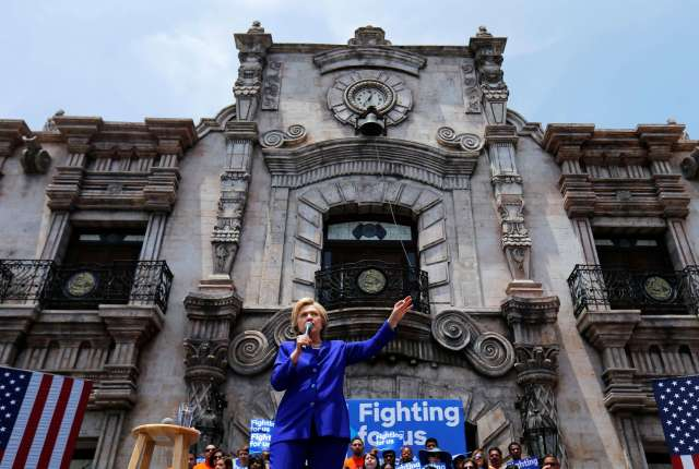 U.S. Democratic presidential candidate Hillary Clinton makes a speech during a campaign stop in Lynwood, California, United States June 6, 2016. REUTERS/Mike Blake