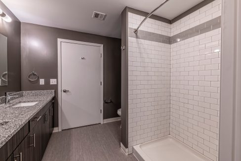021-BLVD64-Bathroom