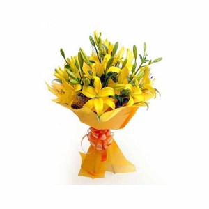 12 Yellow Lilies Special Hand Bunch