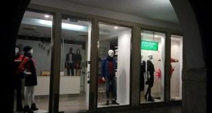 Chiusura del negozio Benetton di Chioggia in Corso Popolo