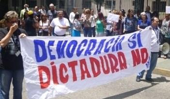 """APUCV se unió al """"trancazo"""" en defensa de la Constitución"""