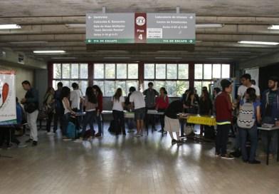 Estudiantes de Estudios Internacionales realizan feria de extensión 2017