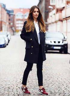 4黒のチェスターコート×白シャツ×黒パンツ