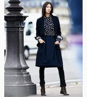 10ネイビーのテーラードジャケット×ドットブラウス×フレアースカート