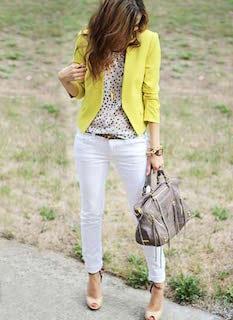 3白パンツ×ドットブラウス×黄色ジャケット