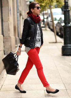 3黒のレザージャケット×赤デニム×赤黒チェックストール