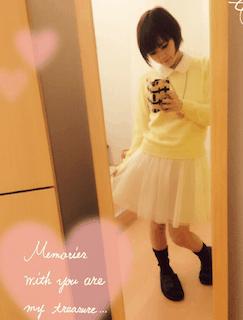 3黄色の春ニット×チュールスカート×黒シューズ