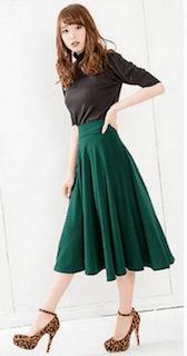 5緑フレアスカート×黒トップス×豹柄ヒール