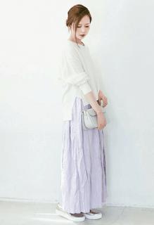 9白の春ニット×ラベンダーマキシ丈スカート×厚底スリッポン