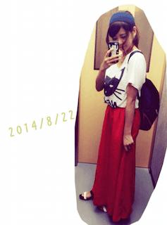 6赤マキシ丈スカート×プリントTシャツ