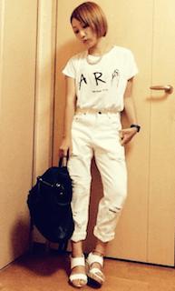 9白サンダル×白パンツ×白Tシャツ