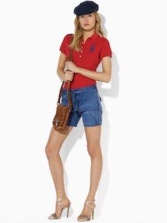 11赤のポロシャツ×ショートパンツ×ハンチング帽子