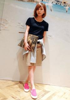 12ピンクのスリッポン×タイトスカート×Tシャツ