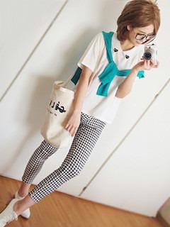 5白のポロシャツ×チェック柄レギパン×カーディガン