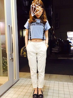 8青Tシャツ×白パンツ