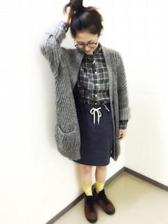 3グレーシャツ×カーディガン×タイトスカート
