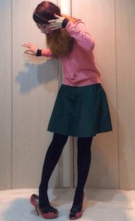 6ピンクのカーディガン×ミニスカート×ピンクハイヒール