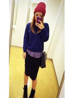5ネイビーニットセーター×黒タイトスカート×ニット帽子
