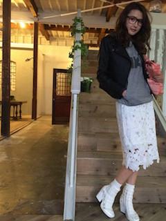 5白のブーツ×ショートジャケット×白レーススカート