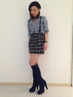 9ネイビーのロングブーツ×デニムシャツ×ツィードミニスカート