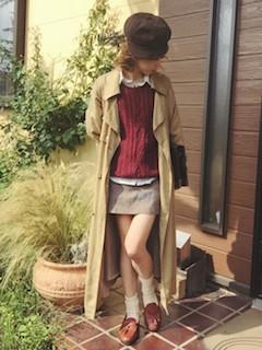 10キャメルのトレンチコート×セーター×ミニタイトスカート