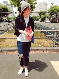 3黒のライダースジャケット×ジーンズ×ニット帽子