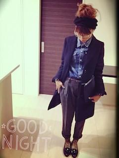 8黒のトレンチコート×デニムシャツ×ウールパンツ