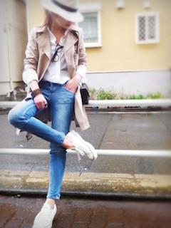 6スプリングコート×白シャツ×ジーンズ