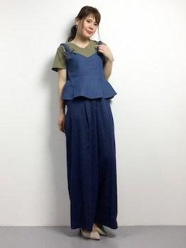 3 VネックTシャツ×ショートキャミソール×マキシ丈スカート
