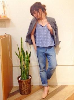 7グレーのサマージャケット×キャミトップス×ジーンズ