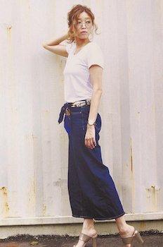 バンダナ×白Tシャツ×デニムロングスカート