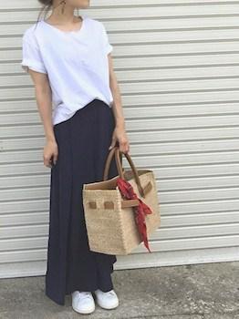 14バッグのバンダナやスカーフ×とろみTシャツ×スカーチョ