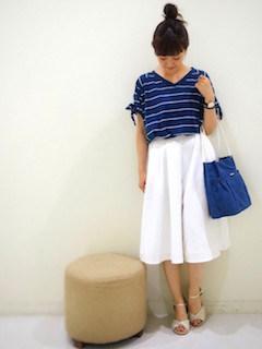 5白のスカーチョ×VネックボーダーTシャツ×トートバッグ